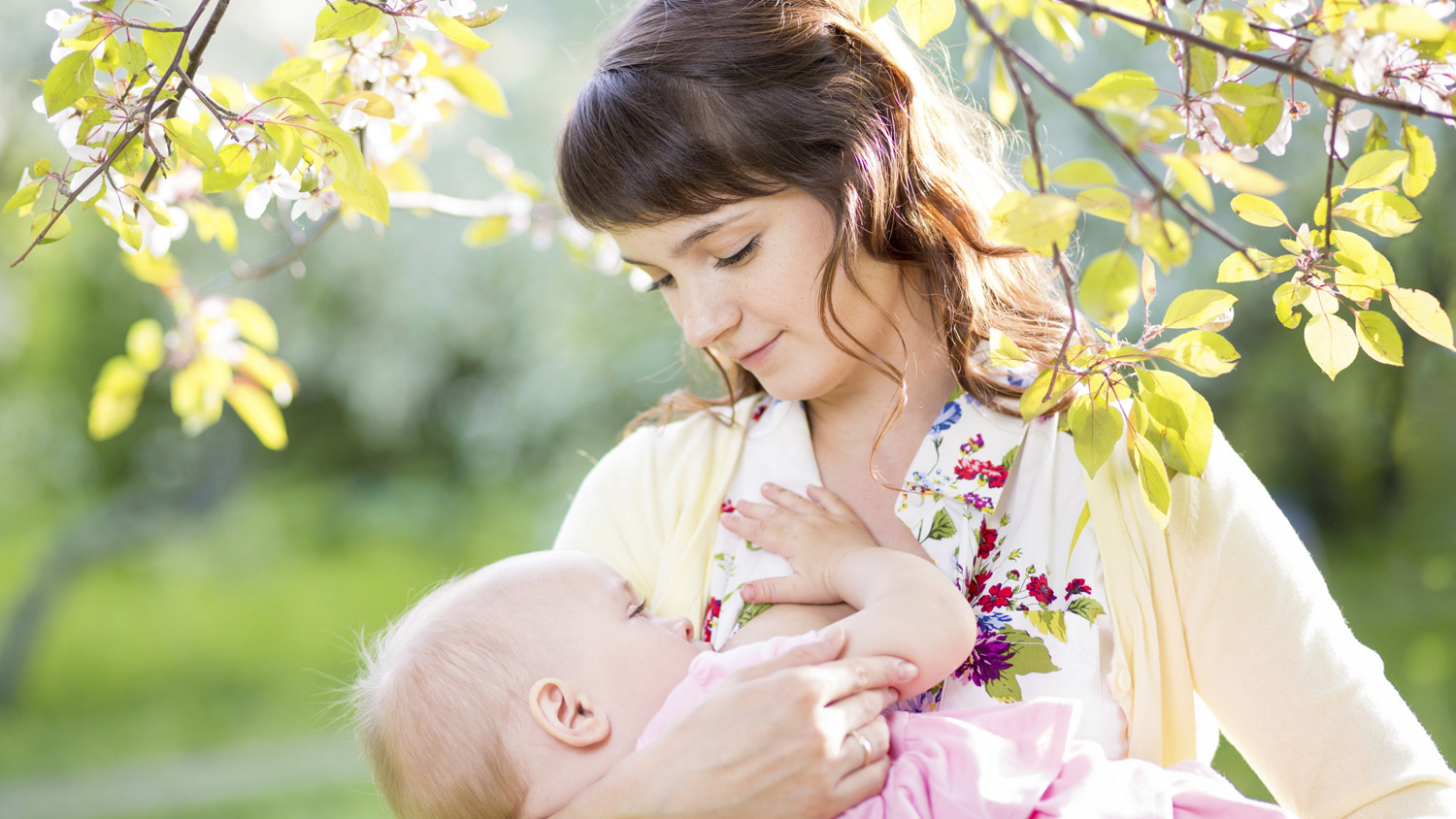 """3 Reasons Why Breastfeeding is One of the Best """"Gifts"""" to Give"""